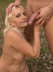 Granny Szandra slurping a cock until it got stiff and ready to bang her aged pussy live