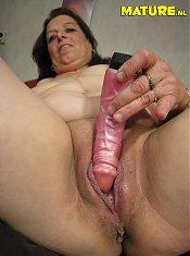 Mature housewife having dildo fun