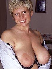 Femme mur en chaleur nue